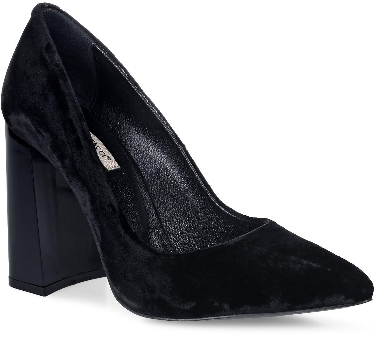 Туфли женские Vitacci, цвет: черный. 120014. Размер 40120014Стильные туфли Vitacci не оставят вас незамеченной! Модель изготовлена из качественного текстиля. Стелька из натуральной кожи обеспечивает комфорт и удобство при ходьбе. Подошва выполнена с высоким устойчивым каблуком.