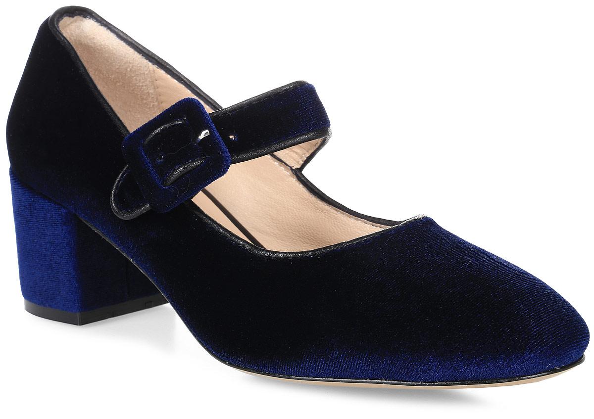 Туфли женские Benucci, цвет: темно-синий. 6031. Размер 406031Яркие женские туфли на каблуке от Benucci прекрасно подчеркнут ваш стиль. Верх модели и внутренняя часть выполнены из натуральной кожи. Стелька из натуральной кожи гарантирует комфорт и удобство при ходьбе. Ремешок с пряжкой на подъеме надежно фиксирует модель на ноге. Подошва выполнена из полиуретана с противоскользящим рифлением. Широкий каблук устойчив. Такие туфли станут прекрасным дополнением вашего гардероба. Они сделают вас ярче и подчеркнут вашу индивидуальность.