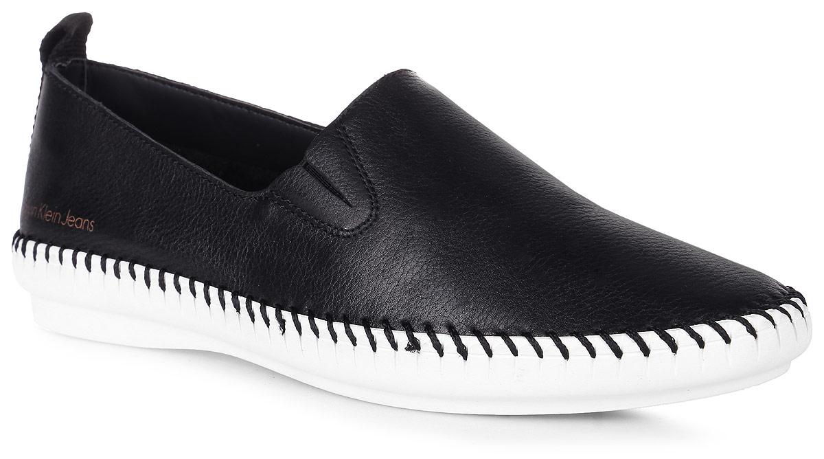 Слипоны женские Calvin Klein Jeans, цвет: черный. R3764. Размер 35R3764Стильные слипоны от Calvin Klein Jeans очаруют вас своим дизайном и практичностью. Модель выполнена из натуральной кожи, в области пятки оформлена названием бренда и по ранту - крупной декоративной прострочкой. Эластичная вставка на подъеме обеспечивает идеальное прилегание обуви. Мягкая стелька из кожи обеспечивает комфорт при движении. Подошва выполнена из ТЭП- материала контрастного цвета. Рифленая поверхность подошвы гарантирует идеальное сцепление с любыми поверхностями.Модные и комфортные слипоны отлично подойдут для простой прогулки и для дальней поездки.