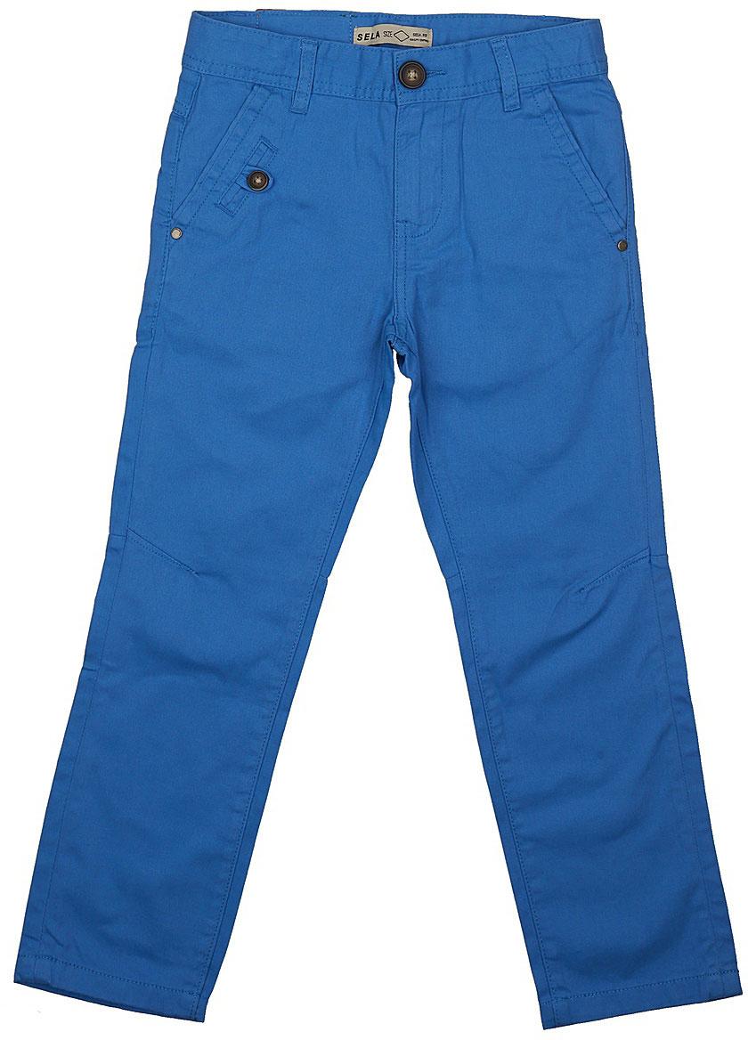 Брюки для мальчика Sela, цвет: индиго. P-815/303-7112. Размер 134, 9 летP-815/303-7112Стильные брюки для мальчика Sela выполнены из натурального хлопка. Брюки прямого кроя и стандартной посадки на талии застегиваются на пуговицу и имеют ширинку на застежке-молнии. На поясе имеются шлевки для ремня. Модель дополнена двумя втачными и одним прорезным карманами спереди и двумя накладными карманами сзади.