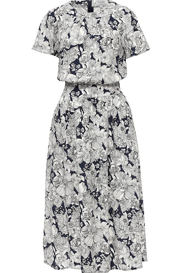 Платье Finn Flare, цвет: синий. S17-11020_115. Размер L (48)S17-11020_115Платье Finn Flare выполнено из вискозы. Модель с круглым вырезом горловины и короткими рукавами оформлена цветочным принтом.