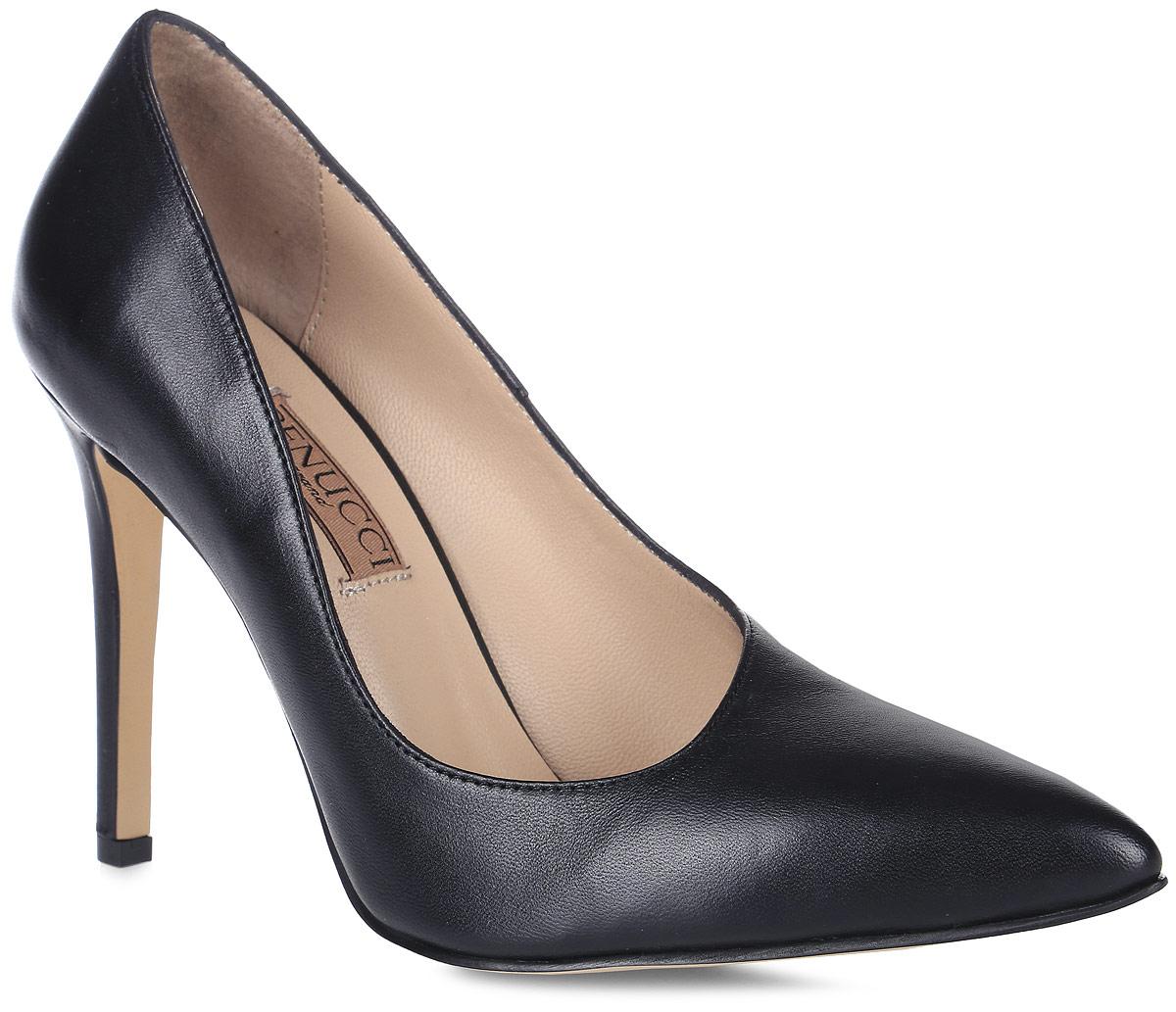 Туфли женские Benucci, цвет: черный. 5870_кожа. Размер 375870_кожаИзысканные женские туфли от Benucci поразят вас своим дизайном! Модель выполнена из натуральной кожи. Подкладка и стелька - из натуральной кожипозволят ногам дышать и обеспечат максимальный комфорт при ходьбе. Зауженный носок добавит женственности в ваш образ. Высокий каблук-шпилька устойчив. Подошва с рифлением обеспечивает идеальное сцепление с любой поверхностью. Изысканные туфли добавят в ваш образ немного шарма и подчеркнут ваш безупречный вкус.