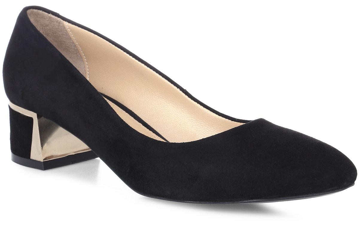 Туфли женские Benucci, цвет: черный. 4550. Размер 404550Изысканные женские туфли от Benucci поразят вас своим дизайном! Модель выполнена из натуральной замши. Подкладка и стелька - из натуральной кожипозволят ногам дышать и обеспечат максимальный комфорт при ходьбе. Зауженный носок добавит женственности в ваш образ. Высокий толстый каблук оформлен вставкой, стилизованной под металл. Подошва с резиновой вставкой обеспечивает отличное сцепление с поверхностью. Модные туфли подчеркнут вашу яркую индивидуальность, позволят выделиться среди окружающих.
