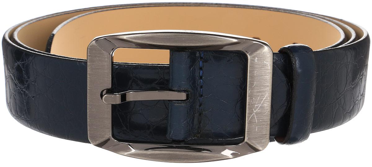 Ремень мужской Milana, цвет: темно-синий. 15265. Размер 13015265Мужской ремень Milana изготовлен из натуральной кожи. Прямоугольная пряжка выполнена из металла, она позволит легко и быстро зафиксировать ремень и отрегулировать его длину. Элегантный и строгий ремень превосходно сочетается с любыми нарядами. Уважаемые клиенты! Обращаем ваше внимание на тот факт, что размер ремня, доступный для заказа, является его длиной.
