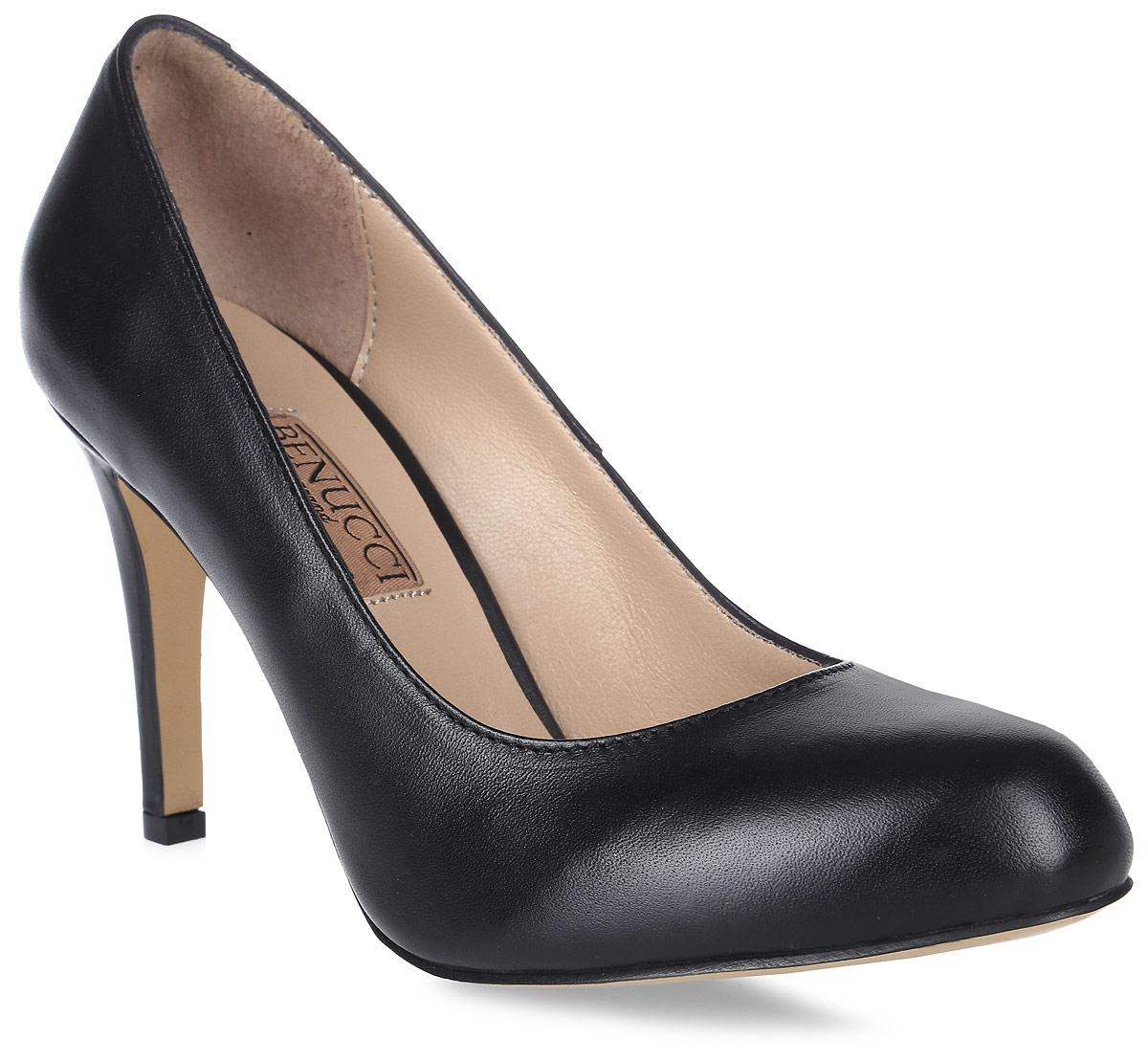 Туфли женские Benucci, цвет: черный. 8070_кожа. Размер 388070_кожаЭлегантные женские туфли от Benucci займут достойное место в коллекции вашей обуви. Модель изготовлена из высококачественной натуральной кожи. Невероятно мягкая стелька из натуральной кожи, дополненная логотипом бренда, обеспечивает максимальный комфорт при движении. Высокий каблук устойчив. Подошва с рифлением не скользит. Изысканные туфли добавят шика в модный образ и подчеркнут ваш безупречный вкус.