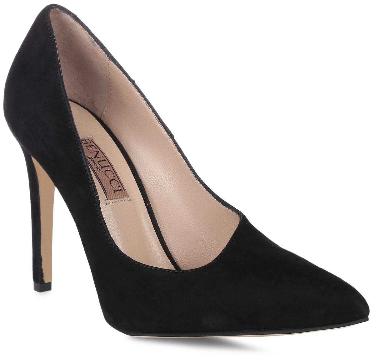 Туфли женские Benucci, цвет: черный. 5870_замша. Размер 375870_замшаИзысканные женские туфли от Benucci поразят вас своим дизайном! Модель выполнена из натуральной замши. Подкладка и стелька - из натуральной кожипозволят ногам дышать и обеспечат максимальный комфорт при ходьбе. Зауженный носок добавит женственности в ваш образ. Высокий каблук-шпилька устойчив. Подошва с рифлением обеспечивает идеальное сцепление с любой поверхностью. Изысканные туфли добавят в ваш образ немного шарма и подчеркнут ваш безупречный вкус.