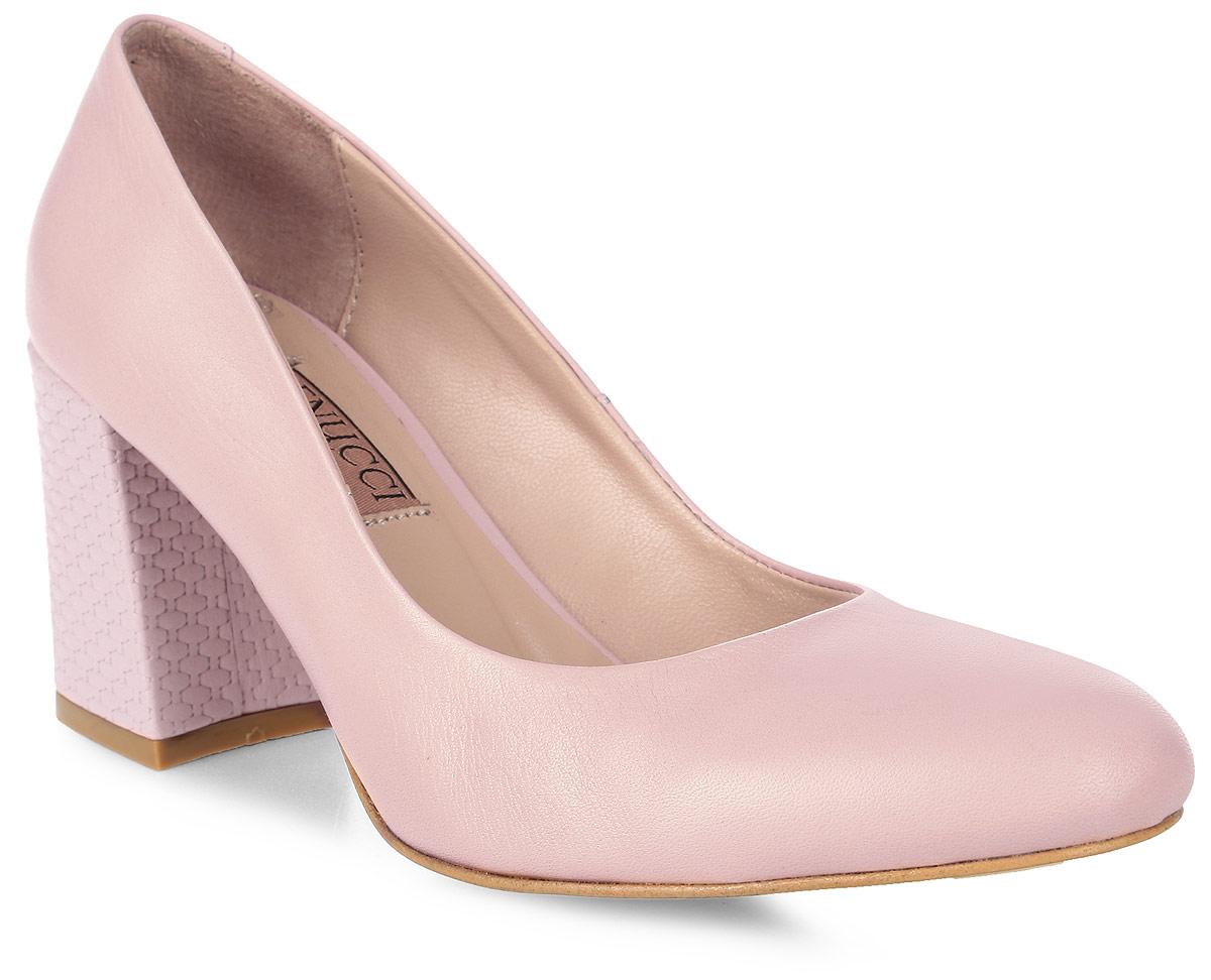 Туфли женские Benucci, цвет: розовый. 6060_кожа. Размер 386060_кожаИзысканные женские туфли от Benucci поразят вас своим дизайном! Модель выполнена из натуральной кожи. Подкладка и стелька - из натуральной кожипозволят ногам дышать и обеспечат максимальный комфорт при ходьбе. Зауженный носок добавит женственности в ваш образ. Высокий толстый каблук декорирован плетением. Подошва с резиновой вставкой обеспечивает отличное сцепление с поверхностью. Модные туфли подчеркнут вашу яркую индивидуальность, позволят выделиться среди окружающих.