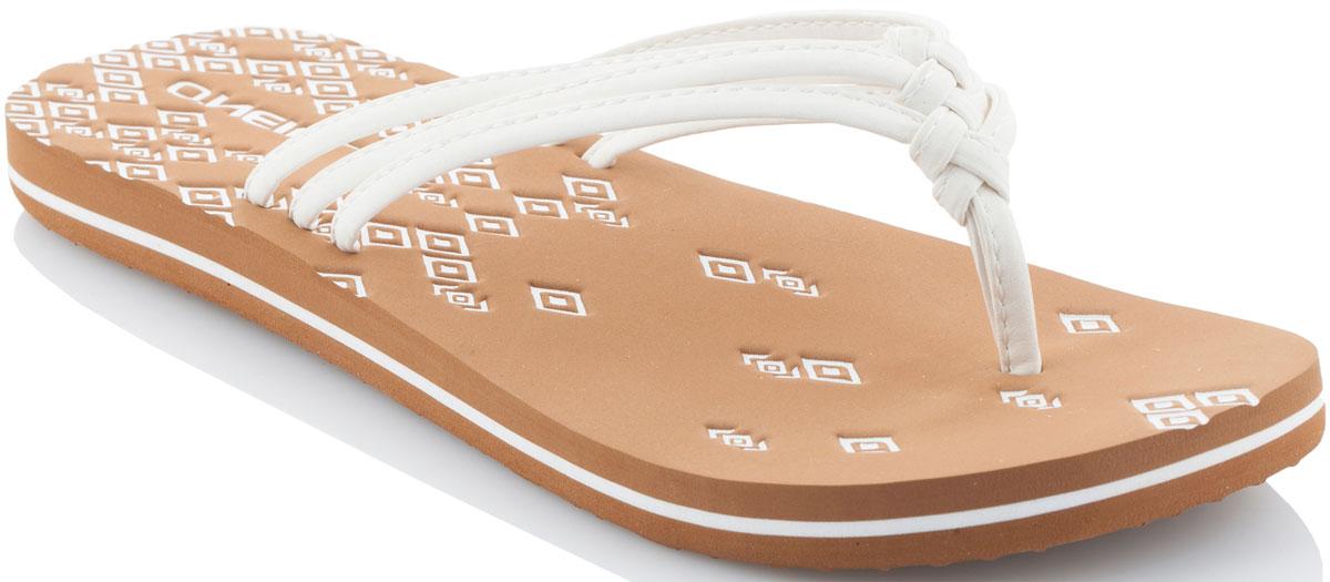 Сланцы женские ONeill Fw 3 Strap Ditsy Flip Flop, цвет: белый. 7A9520-1030. Размер 36 (35)7A9520-1030Прелестные сланцы от ONeill покорят вас с первого взгляда! Модель выполнена из качественного материала. Перемычка между пальцами отвечает за надежную фиксацию модели на ноге. Эффектные сланцы помогут вам создать яркий, запоминающийся образ.