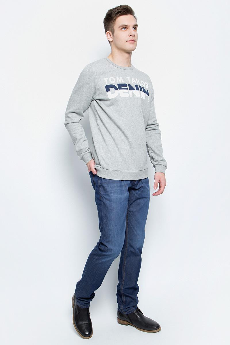 Джинсы мужские Tom Tailor, цвет: синий. 6205177.01.10_1053. Размер 29-34 (44/46-34)6205177.01.10_1053Стильные мужские джинсы Tom Tailor - джинсы высочайшего качества, которые прекрасно сидят. Прямая модель средней посадки изготовлена из высококачественного натурального хлопка, не сковывает движения и дарит комфорт.Джинсы на талии застегиваются на металлическую пуговицу и ширинку на молнии, а также имеют в поясе шлевки для ремня. Спереди модель дополнена двумя втачными карманами и одним накладным маленьким кармашком, а сзади - двумя большими накладными карманами. Изделие оформленоперманентными складками. Эти модные и в тоже время удобные джинсы помогут вам создать оригинальный современный образ.