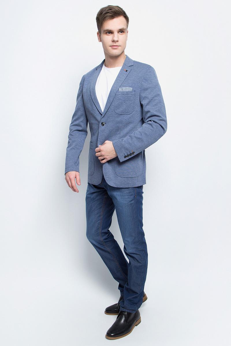 Пиджак мужской Tom Tailor, цвет: синий. 3922899.00.10_6876. Размер 463922899.00.10_6876Стильный мужской пиджак Tom Tailor выполнен из высококачественного материала.Пиджак с длинными рукавами и воротником с лацканами дополнен спереди тремя накладными карманами. Низ рукавов украшен декоративными пуговицами.