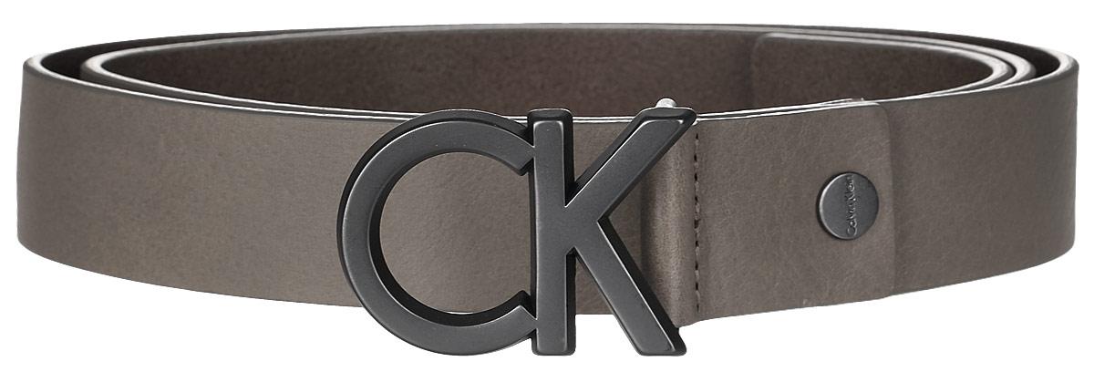 Ремень мужской Calvin Klein Jeans, цвет: коричневый. K50K502119_0680. Размер 95K50K502119_0680Мужской ремень Calvin Klein выполнен из натуральной кожи. Пряжка в виде первых букв бренда выполнена из металла, она позволит легко и быстро зафиксировать ремень и отрегулировать его длину.Уважаемые клиенты! Обращаем ваше внимание на тот факт, что размер ремня, доступный для заказа, является его длиной.