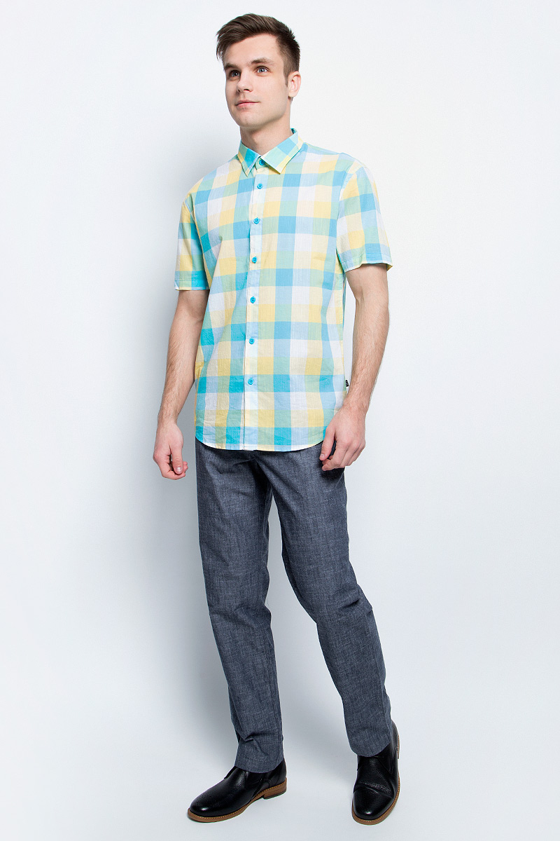 Брюки мужские Finn Flare, цвет: темно-синий. S17-21004_101. Размер L (50)S17-21004_101Стильные мужские брюки Finn Flare станут отличным дополнением к вашему гардеробу. Модель изготовлена из высококачественного хлопка, она великолепно пропускает воздух и обладает высокой гигроскопичностью. Застегиваются брюки на пуговицу и ширинку на застежке-молнии. На поясе имеются шлевки для ремня. Эти модные и в тоже время удобные брюки помогут вам создать оригинальный современный образ. В них вы всегда будете чувствовать себя уверенно и комфортно.