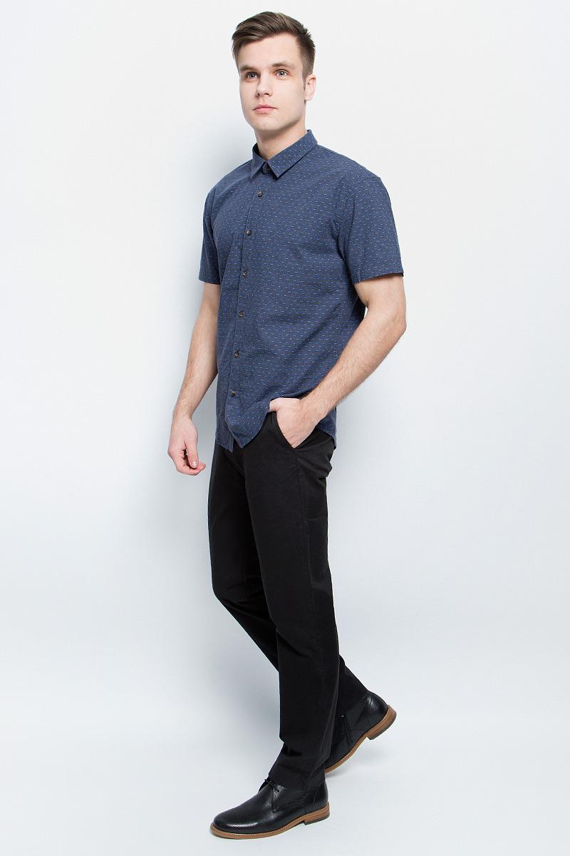 Рубашка мужская Finn Flare, цвет: темно-синий. S17-42011_101. Размер S (46)S17-42011_101Рубашка мужская Finn Flare выполнена из натурального хлопка. Модель с отложным воротником и короткими рукавами застегивается на пуговицы.