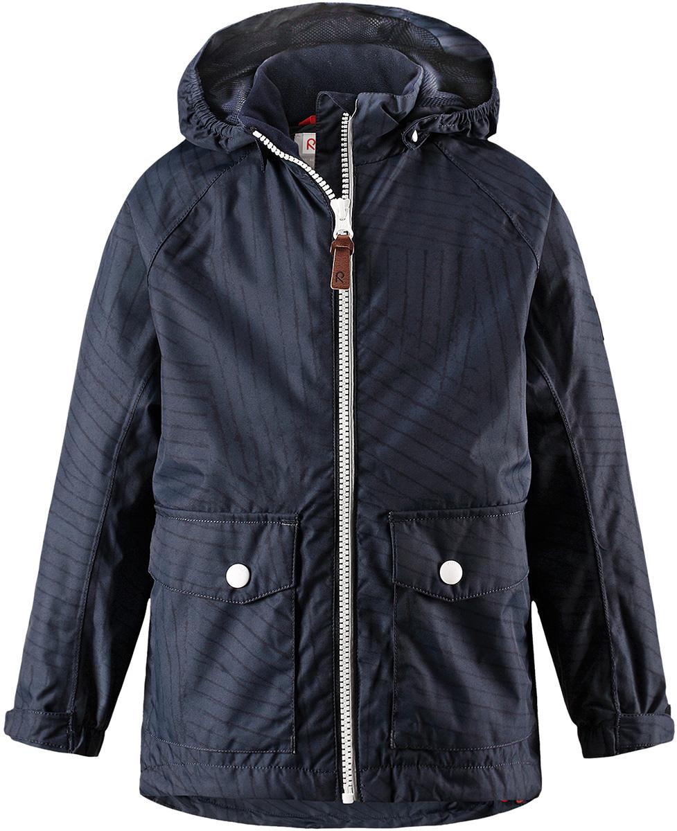 Куртка детская Reima Knot, цвет: темно-синий. 5214856987. Размер 985214856987Куртка Reima исполнена из высокотехнологичной ткани не пропускающей влагу, но не препятствующей циркуляции воздуха. Мембранная ткань пропускает влагу наружу когда ребенок потеет, но не позволяет ей проникнуть внутрь, что отлично при активных играх.
