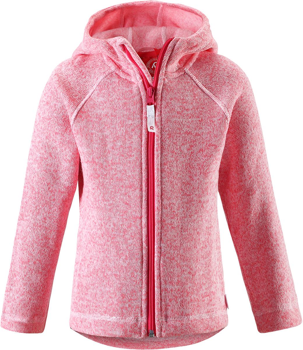Толстовка флисовая детская Reima Pursi, цвет: розовый. 5262513360. Размер 1405262513360Детская флисовая толстовка Reima с капюшоном отличный вариант на прохладный день. Можно использовать как верхнюю одежду в сухую погоду весной и осенью или надевать в качестве промежуточного слоя в холода. Обратите внимание на удобную систему кнопок Play Layers, с помощью которой легко присоединить эту модель к одежде из серии Reima Play Layers и обеспечить ребенку дополнительное тепло и комфорт. Высококачественный флис - это теплый, легкий и быстросохнущий материал, он идеально подходит для активных прогулок. Удлиненная спинка обеспечивает дополнительную защиту для поясницы, а молния во всю длину с защитой для подбородка облегчает надевание.