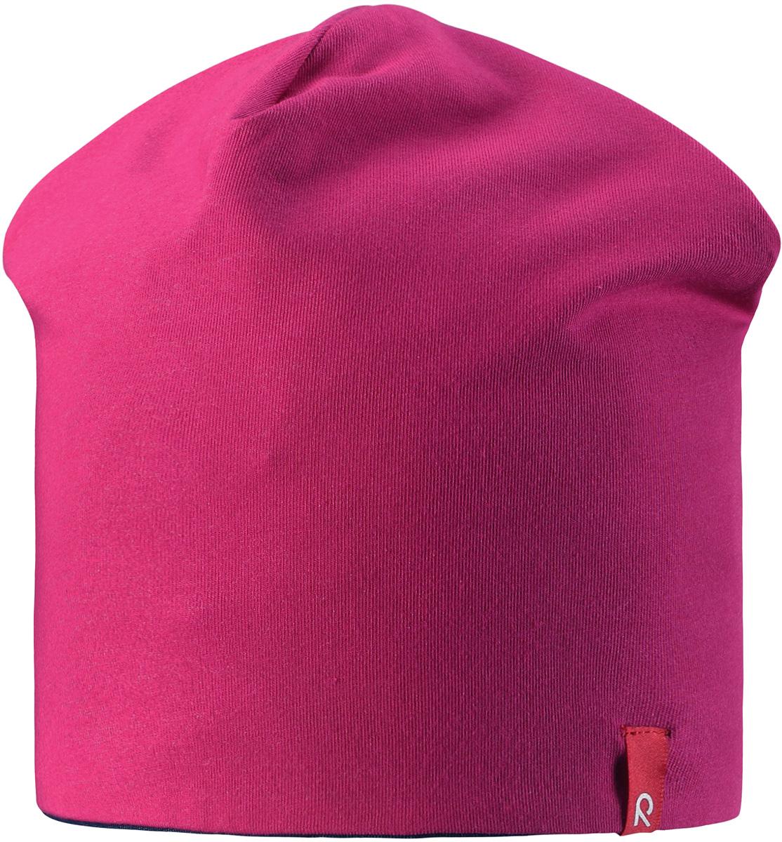 Шапка детская Reima Lautta, цвет: фуксия. 5285134620. Размер 545285134620Легкая двухсторонняя шапочка для малышей яркой расцветки с УФ-защитой 40+. Шапка изготовлена из дышащего и быстросохнущего материла Play Jersey, эффективно выводящего влагу с кожи.