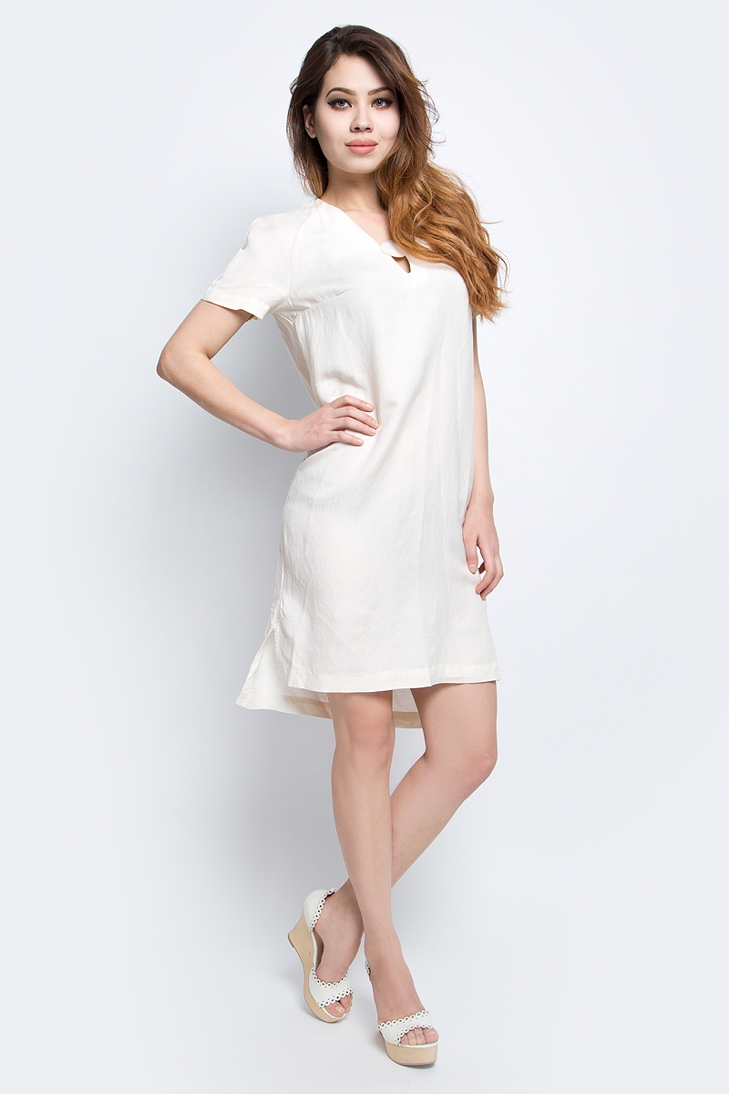 Платье Finn Flare, цвет: молочный. S17-11028_711. Размер M (46)S17-11028_711Платье Finn Flare выполнено из льна и хлопка. Модель с V-образным вырезом горловины и короткими рукавами.