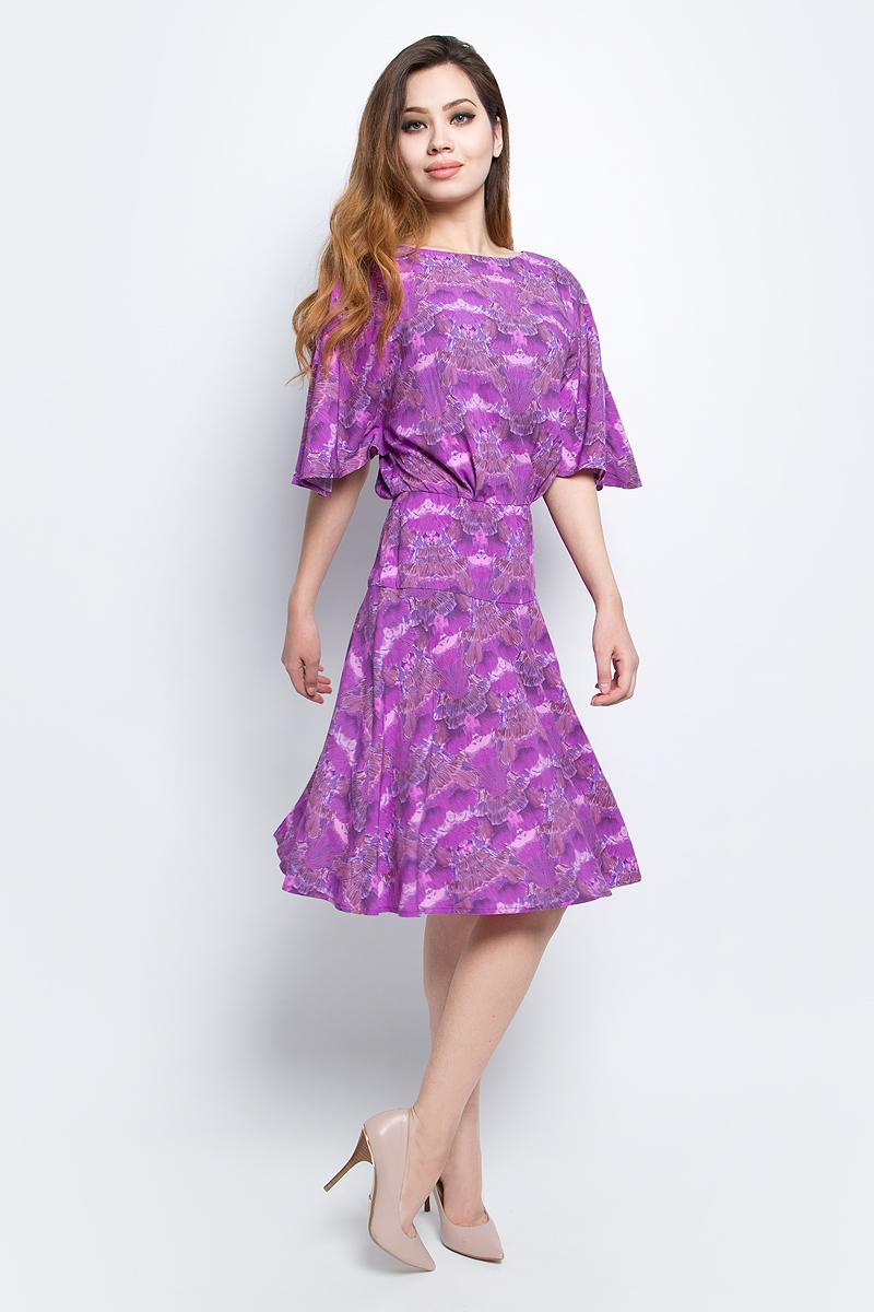 Платье Finn Flare, цвет: сиреневый. CS17-17020_308. Размер L (48)CS17-17020_308Платье Finn Flare выполнено из 100% вискозы. Модель с круглым вырезом горловины оформлена оригинальным принтом.