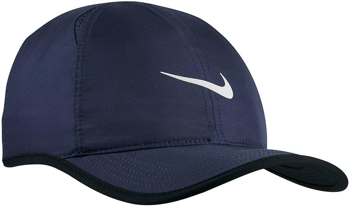 Бейсболка Nike Featherlight, цвет: темно-синий. 679421-410. Размер универсальный679421-410Бейсболка Featherlight от Nike выполнена из приятного на ощупь материала. Модель имеет жесткий козырек и универсальный размер.