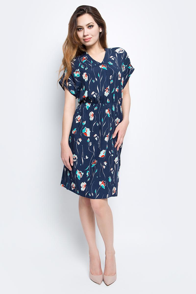 Платье Finn Flare, цвет: темно-синий. S17-11006_101. Размер M (46)S17-11006_101Платье Finn Flare выполнено из вискозы. Модель с короткими рукавами и V-образным вырезом горловины.