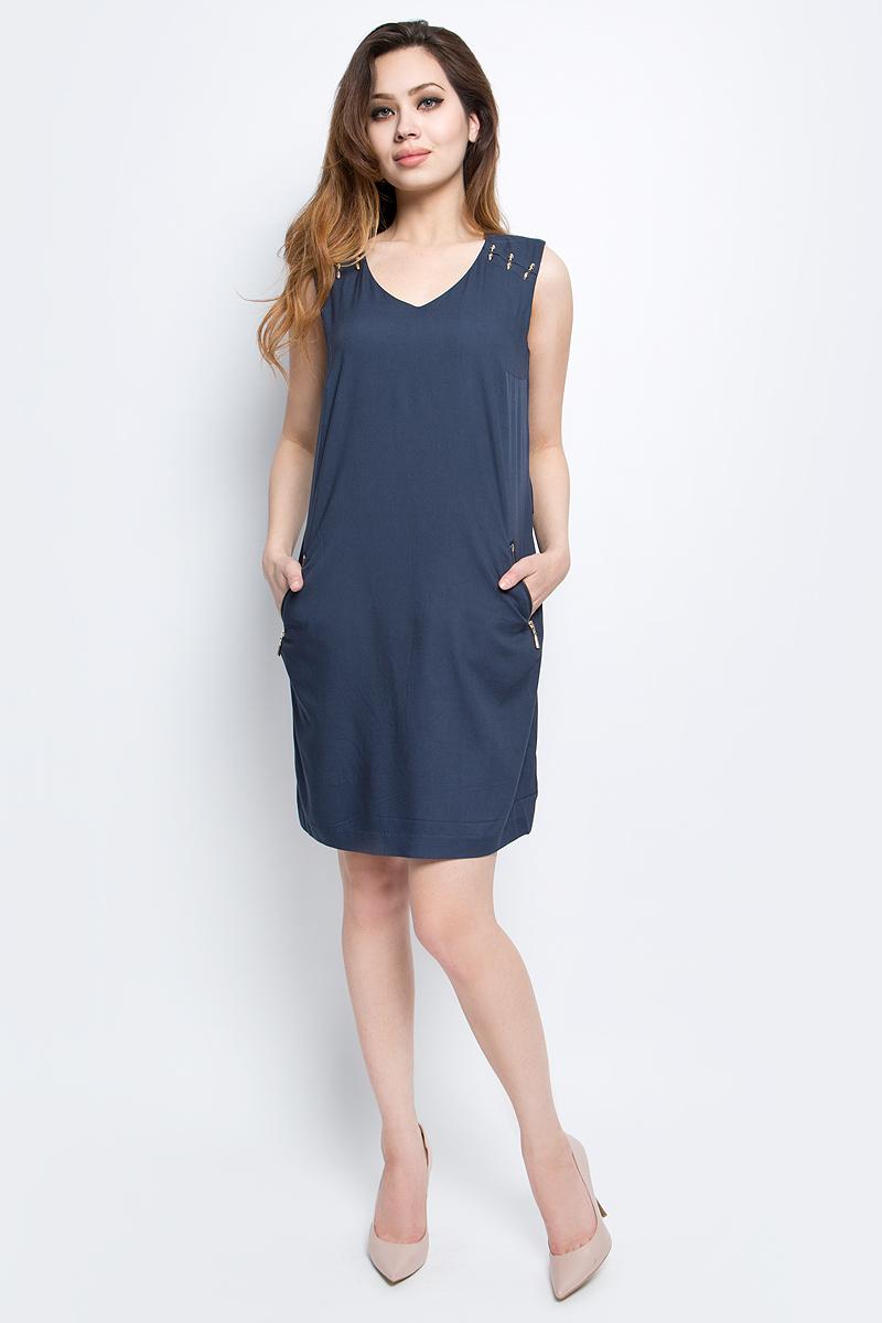 Платье Finn Flare, цвет: темно-синий. S17-11012_101. Размер L (48)S17-11012_101Платье Finn Flare выполнено из 100% вискозы. Модель с V-образным вырезом горловины по бокам дополнена карманами.
