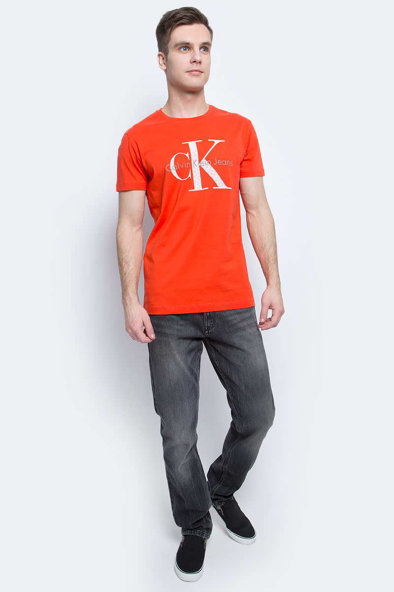 Футболка мужская Calvin Klein Jeans, цвет: красный. J30J304597. Размер L (48/50)J30J304597Мужская футболка Calvin Klein Jeans изготовлена из натурального хлопка. Модель выполнена с круглой горловиной и короткими рукавами. Футболка оформлена крупным принтом с названием и логотипом бренда.