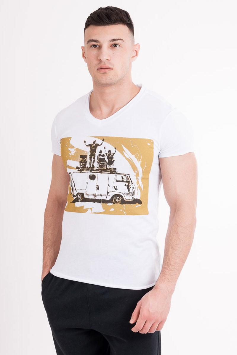 Футболка мужская Mark Formelle, цвет: белый, желтый. 17-359-0_11121. Размер 4417-359-0_11121Стильная мужская футболка Mark Formelle изготовлена из 100% натурального хлопка. Модель имеет стандартные короткие рукава и круглый вырез горловины. Изделие дополнено оригинальным рисунком.