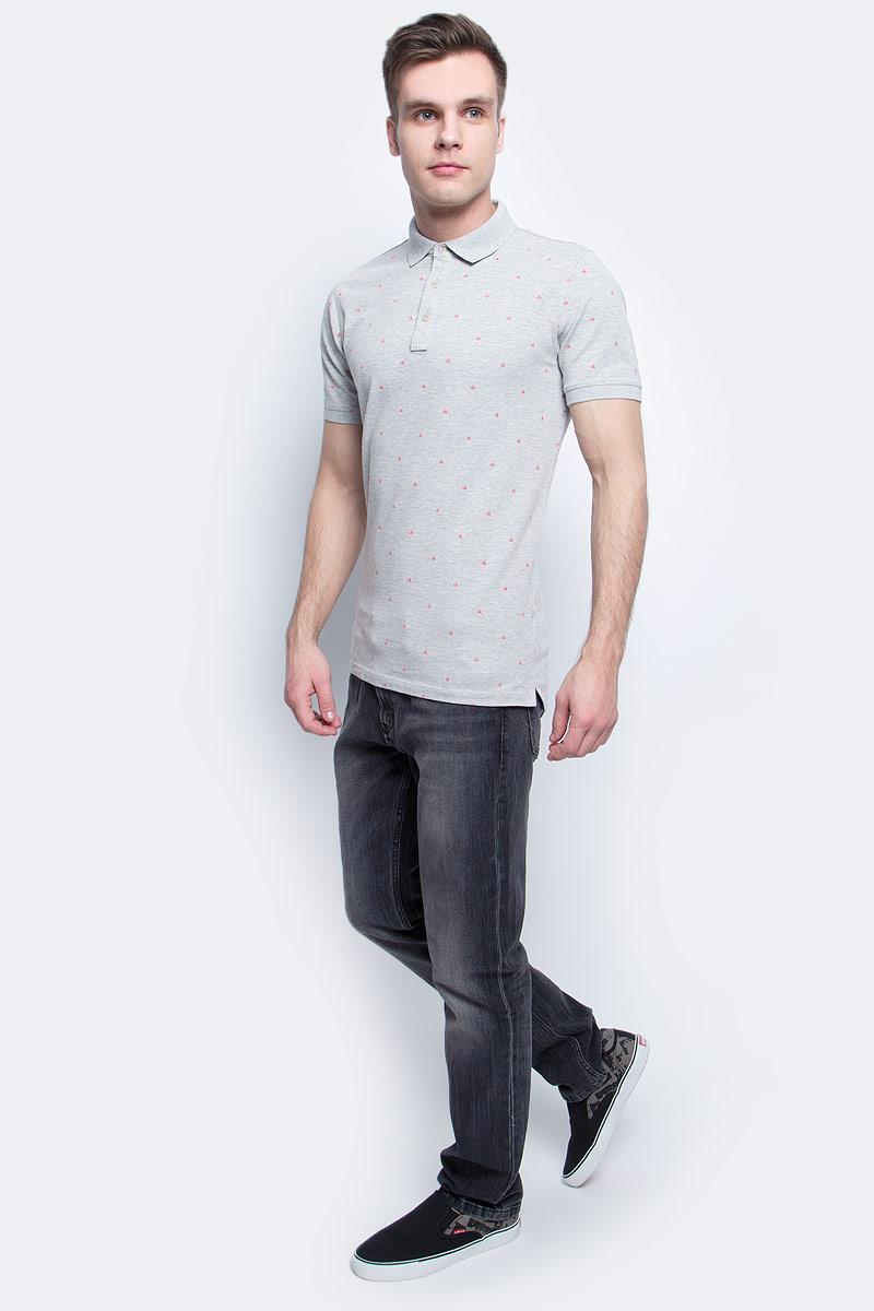Поло мужское Calvin Klein Jeans, цвет: серый. J30J305103. Размер XXL (52/54)J30J305103Мужское поло Calvin Klein Jeans изготовлено из хлопка с добавлением эластана. Классическая модель с короткими рукавами и отложным воротником застегивается спереди на три пуговицы. По бокам поло дополнено небольшими разрезами, спинка слегка удлинена.