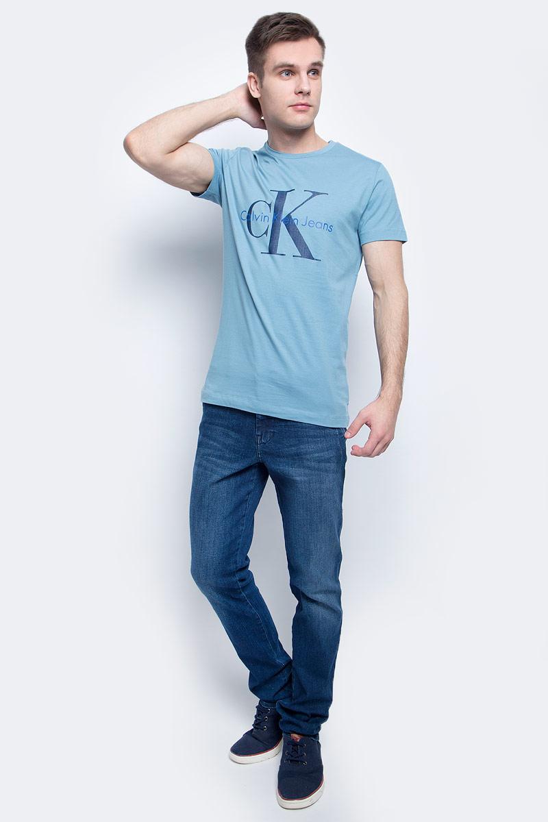 Футболка мужская Calvin Klein Jeans, цвет: голубой. J30J301237. Размер XL (54)J30J301237Мужская футболка Calvin Klein Jeans изготовлена из натурального хлопка. Модель с круглой горловиной и короткими рукавами. Футболка оформлена крупным принтом с названием и логотипом бренда.