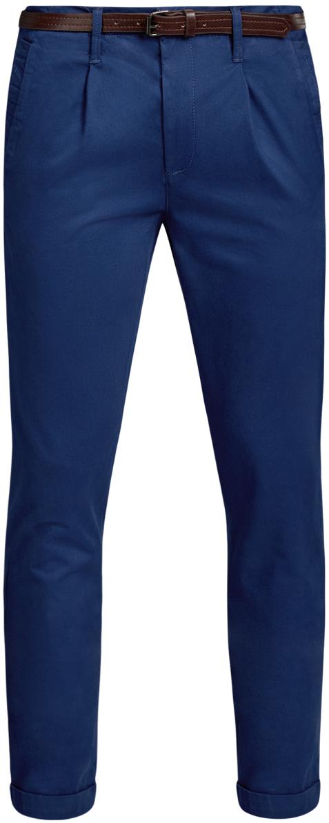 Брюки мужские oodji Lab, цвет: синий. 2L150099M/46569N/7500N. Размер 42-182 (50-182)2L150099M/46569N/7500NМужские брюки oodji Lab выполнены из высококачественного материала. Модель-чинос стандартной посадки застегивается на пуговицу в поясе и ширинку на застежке-молнии. Пояс имеет шлевки для ремня. Спереди брюки дополнены втачными карманами, сзади - прорезными с клапанами на пуговицах. Модель дополнена ремнем.