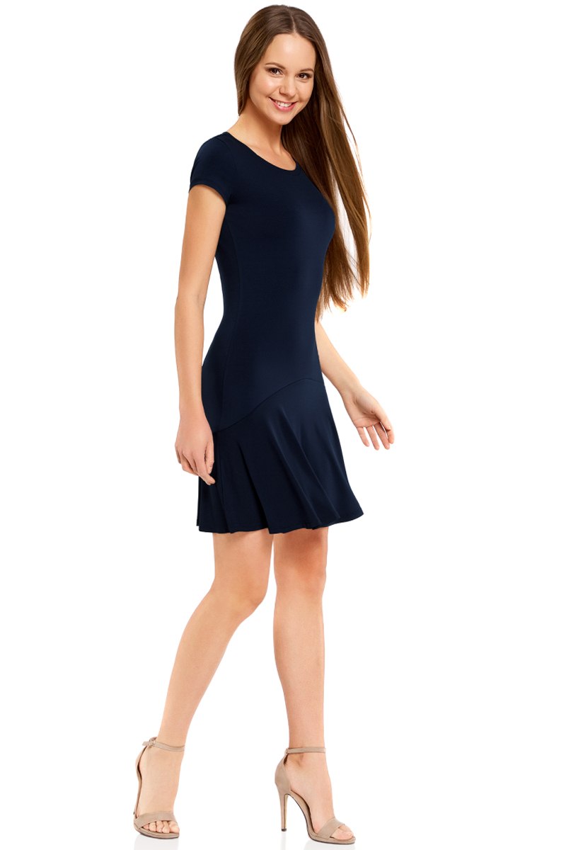 Платье oodji Ultra, цвет: темно-синий. 14011017/46384/7900N. Размер S (44)14011017/46384/7900NПриталенное платье oodji Ultra с юбкой-воланами выполнено из качественного трикотажа. Модель средней длины с круглым вырезом горловины и короткими рукавами выгодно подчеркнет достоинства фигуры.