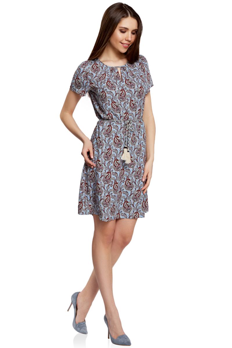 Платье oodji Ultra, цвет: голубой, бордовый. 11913043/46633/7049E. Размер 34-170 (40-170)11913043/46633/7049EЯркое приталенное платье oodji Ultra, выполненное из качественного трикотажа, - модное решение на каждый день. Модель средней длины, выгодно подчеркивающая достоинства фигуры, оформлена вырезами-капельками на горловине и спинке. На талии изделие дополнено вшитой резинкой для лучшей посадки по фигуре. Застегивается платье на пуговку на спинке. В комплект с платьемвходит поясок-шнурок в тон.