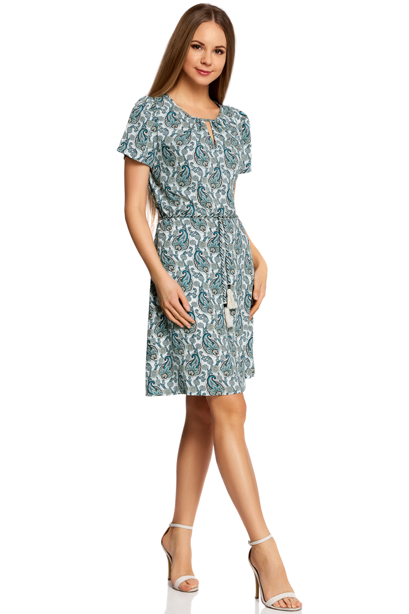 Платье oodji Ultra, цвет: кремовый, бирюзовый. 11913043/46633/3073E. Размер 36-170 (42-170)11913043/46633/3073EЯркое приталенное платье oodji Ultra, выполненное из качественного трикотажа, - модное решение на каждый день. Модель средней длины, выгодно подчеркивающая достоинства фигуры, оформлена вырезами-капельками на горловине и спинке. На талии изделие дополнено вшитой резинкой для лучшей посадки по фигуре. Застегивается платье на пуговку на спинке. В комплект с платьемвходит поясок-шнурок в тон.