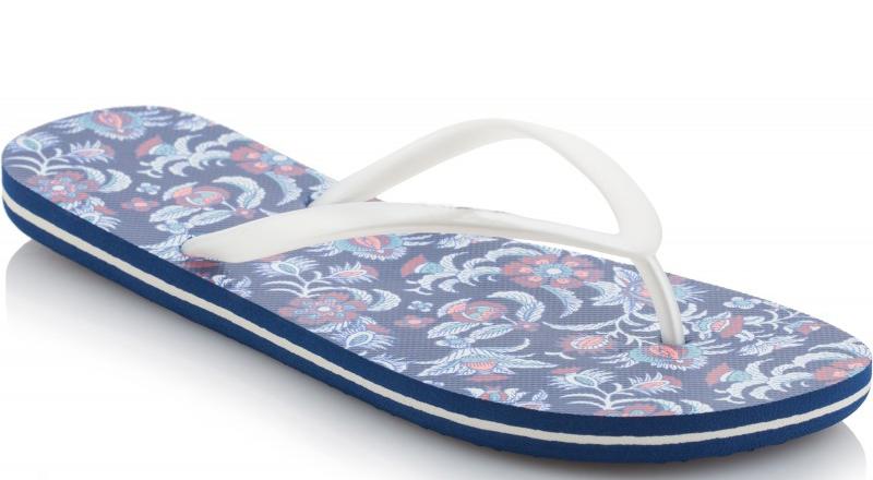 Сланцы женские ONeill Fw Print Flip Flop, цвет: белый, синий. 7A8622-5940. Размер 39 (38)7A8622-5940Сланцы от ONeill незаменимы для пляжного сезона. Модель выполнена из качественного полимерного материала. Перемычка между пальцами отвечает за надежную фиксацию модели на ноге. Удобная подошва выполнена в ярких цветах. Эффектные сланцы помогут вам создать яркий, запоминающийся образ.