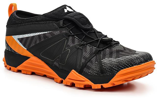 Кроссовки для бега мужские Merrell Avalaunch Tough Mudder, цвет: черный, оранжевый. 37789. Размер 11H (46)37789Мужские кроссовки от Merrell предназначены для бега по пересеченной местности. Конструкция модели обеспечивает высокую степень защиты стопы от повреждений. Антибактериальная пропитка подкладки и стельки M Select Fresh препятствует появлению специфического запаха. Вставки TrailProtect во фронтальной части промежуточной подошвы смягчают удары. Промежуточная подошва, выполненная из ультралегкого, прочного и упругого EVA, гарантирует усиленную амортизацию, а мягкие вставки в пяточной и фронтальной части поглощают и смягчают ударную нагрузку. Технология подошвы M Select Grip гарантирует долговечность, специальный рисунок протектора обеспечивает отличное сцепление на разных видах поверхности. Самоочищающийся протектор сконструирован таким образом, чтобы в его элементах не застревали мелкие камни, не удерживалась земля.