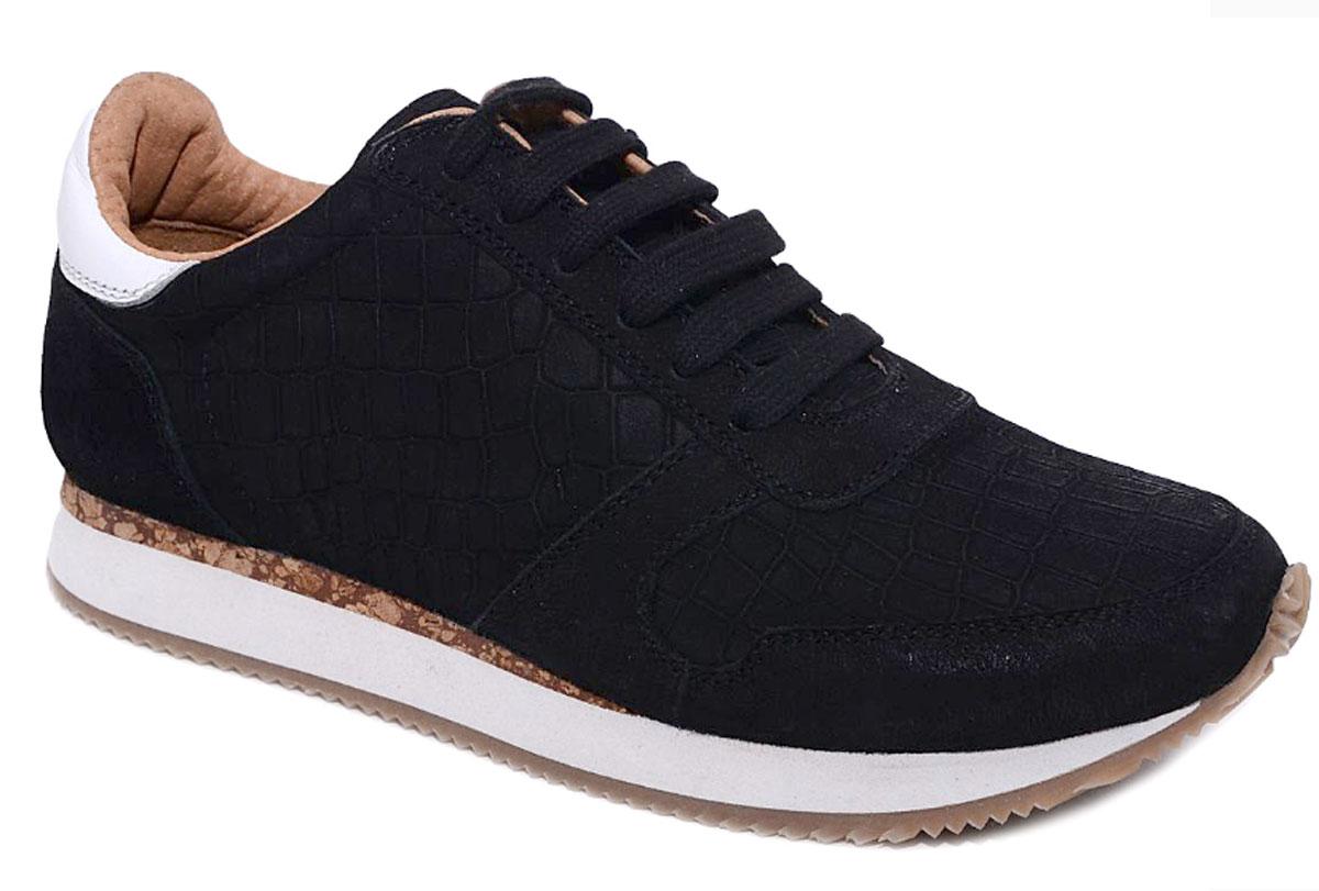 Кроссовки для девочек Kakadu Begonia, цвет: черный. 6603C. Размер 386603CКроссовки для девочек от Begonia - со змеиным принтом произведены из натуральной кожи, которая отличается прочностью и практичностью. Подкладка и стельки выполнены из мягкой, плотной и эластичной натуральной кожи (шеврета), которая создаёт комфортный микроклимат в обуви за счёт воздухо- и паропроницаемости. Двухслойная подошва женских кроссовок изготовлена из этиленвинилацетата (промежуточный слой) и термопластичной резины. Такое сочетание материалов подошвы делает эти женские кроссовки лёгкими и обеспечивает им хорошие амортизирующие свойства. Стелька с подсводником (небольшим ортопедическим валиком) оказывает поддержку свода стопы и профилактику плоскостопия.