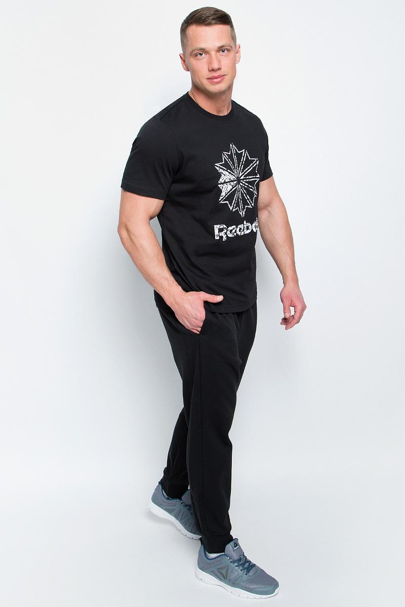 Футболка мужская Reebok F Large Starcrest P, цвет: черный. BK4183. Размер L (52/54)BK4183Мужская футболка Reebok F Large Starcrest P изготовлена из натурального хлопка. Модель с круглым воротником и короткими рукавами. Однотонная футболка спереди декорирована принтом с оригинальным рисунком и названием бренда.