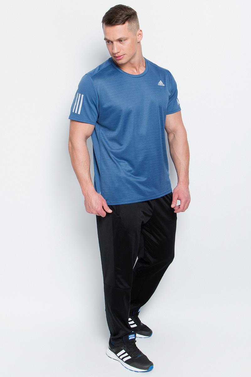 Футболка мужская adidas Rs Ss Tee M, цвет: серо-синий. BP7416. Размер M (48/50)BP7416Мужская футболка aadidas Rs Ss Tee M выполнена из полиэфира и полиэстера. Ткань с технологией climalite быстро и эффективно отводит влагу с поверхности кожи, поддерживая комфортный микроклимат. Такая футболка великолепно подойдет как для повседневной носки, так и для спортивных занятий. Модель с короткими рукавами и круглым вырезом горловины украшена контрастными полосками на рукавах и небольшим принтом с логотипом бренда на груди.