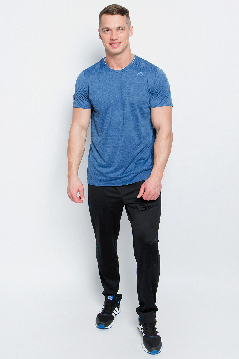 Футболка для бега мужская adidas Sn Ss Tee M, цвет: светло-синий. S97944. Размер XL (56/58)S97944Мужская спортивная футболка Adidas Sn Ss Tee M изготовлена из полиэстера с добавлением полиэфира по технологии climalite, что обеспечивает быстрое влагоотведение с поверхности тела. Модель с круглой горловиной и короткими рукавами. Однотонная футболка декорирована принтом с логотипом бренда и светоотражающими полосами на спинке.