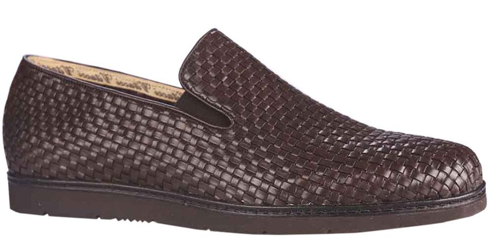 Туфли мужские Vitacci, цвет: коричневый. M25202-1. Размер 42M25202-1Модные мужские туфли Vitacci покорят вас своим удобством. Модель изготовлена из натуральной кожи. Резинки, расположенные на подъеме, обеспечивают оптимальную посадку обуви на ноге. Подкладка и стелька из натуральной кожи позволяют ногам дышать. Подошва с рифлением гарантирует отличное сцепление с различными поверхностями.Стильные туфли прекрасно впишутся в ваш гардероб.