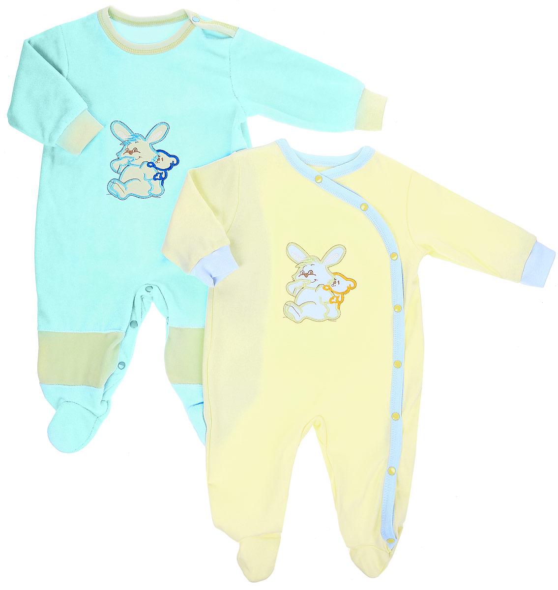 Комбинезон детский Клякса, цвет: голубой, желтый, 2 шт. 37-53. Размер 6837-53Детские комбинезоны Клякса выполнены из натурального хлопка. Комбинезоны с круглым вырезом горловины, длинными рукавами и закрытыми ножками. Один комбинезон имеет застежки-кнопки на плече и между ножек, второй - спереди вдоль комбинезона. Удобные застежки помогают легко переодеть младенца или сменить подгузник. Изделия оформленывышивкой с изображением кролика.
