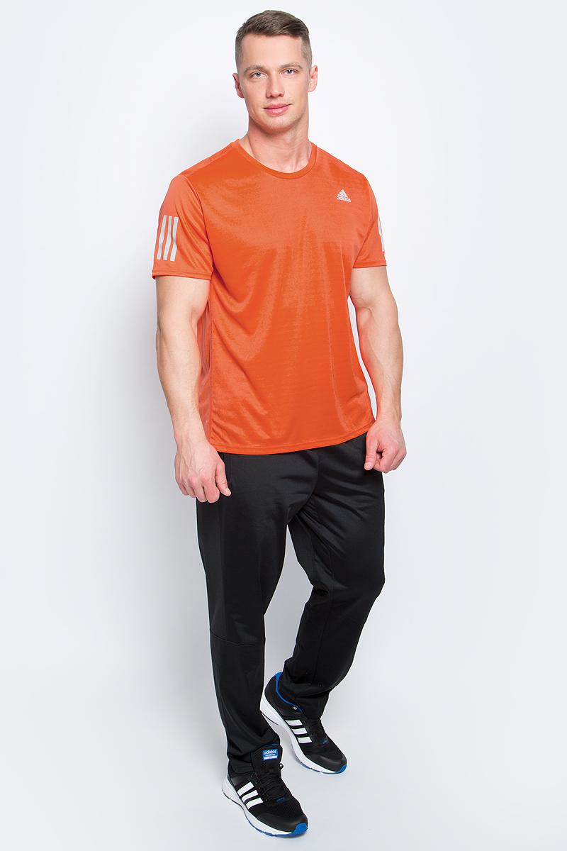 Футболка для бега мужская adidas Rs Ss Tee M, цвет: оранжевый. BP7427. Размер S (44/46)BP7427Мужская спортивная футболка Adidas Rs Ss Tee M изготовлена из полиэстера с добавлением полиэфира по технологии climalite, что обеспечивает быстрое влагоотведение с поверхности тела. Модель с круглой горловиной и короткими рукавами. Однотонная футболка декорирована принтом с логотипом бренда и светоотражающими полосами на рукавах.