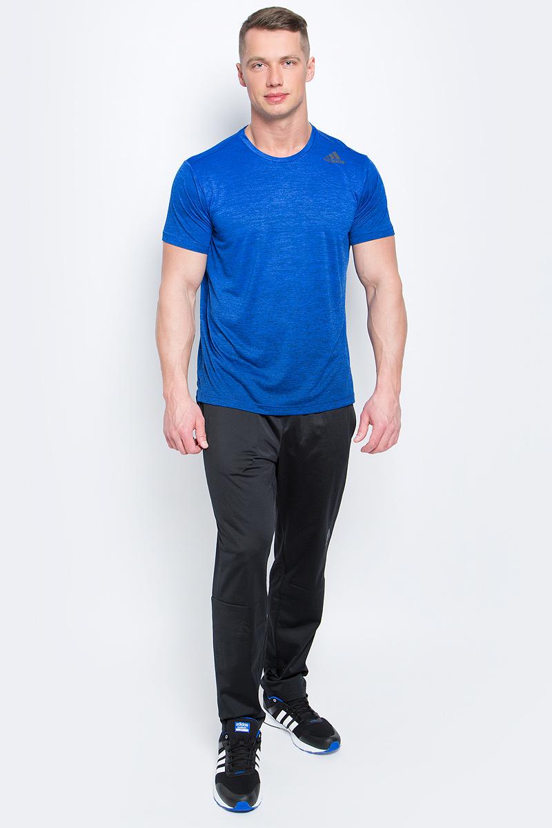 Футболка мужская adidas Freelift Grad, цвет: синий. BK6139. Размер S (44/46)BK6139Мужская футболка adidas Freelift Grad выполнена из 100% полиэстера. Ткань с технологией climalite быстро и эффективно отводит влагу с поверхности кожи, поддерживая комфортный микроклимат. Особый крой и строение швов FreeLift обеспечивают поддерживающую посадку для полной свободы движений и не дают модели задираться. Модель с круглым вырезом горловины и короткими рукавами оформлена логотипом бренда.