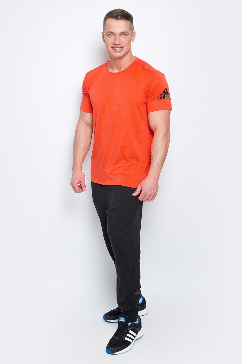 Футболка мужская adidas Freelift Prime, цвет: оранжевый. BK6090. Размер M (48/50)BK6090Мужская футболка adidas Freelift Prime выполнена из полиэстера с добавлением эластана. Ткань с технологией climalite быстро и эффективно отводит влагу с поверхности кожи, поддерживая комфортный микроклимат. Особый крой и строение швов FreeLift обеспечивают поддерживающую посадку для полной свободы и уверенности движений. Оформлена модель логотипом бренда.