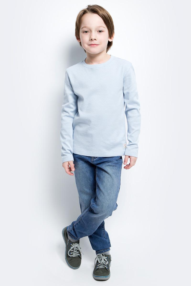 Футболка с длинным рукавом для мальчика Button Blue Main, цвет: голубой. 117BBBC12061805. Размер 104, 4 года117BBBC12061805Футболка с длинным рукавом в полоску - основа модного образа. Если вы решили купить недорогую футболку для мальчика, которая и весной, и летом будет весьма востребована, выберете полосатую футболку с длинным рукавом от Button Blue.