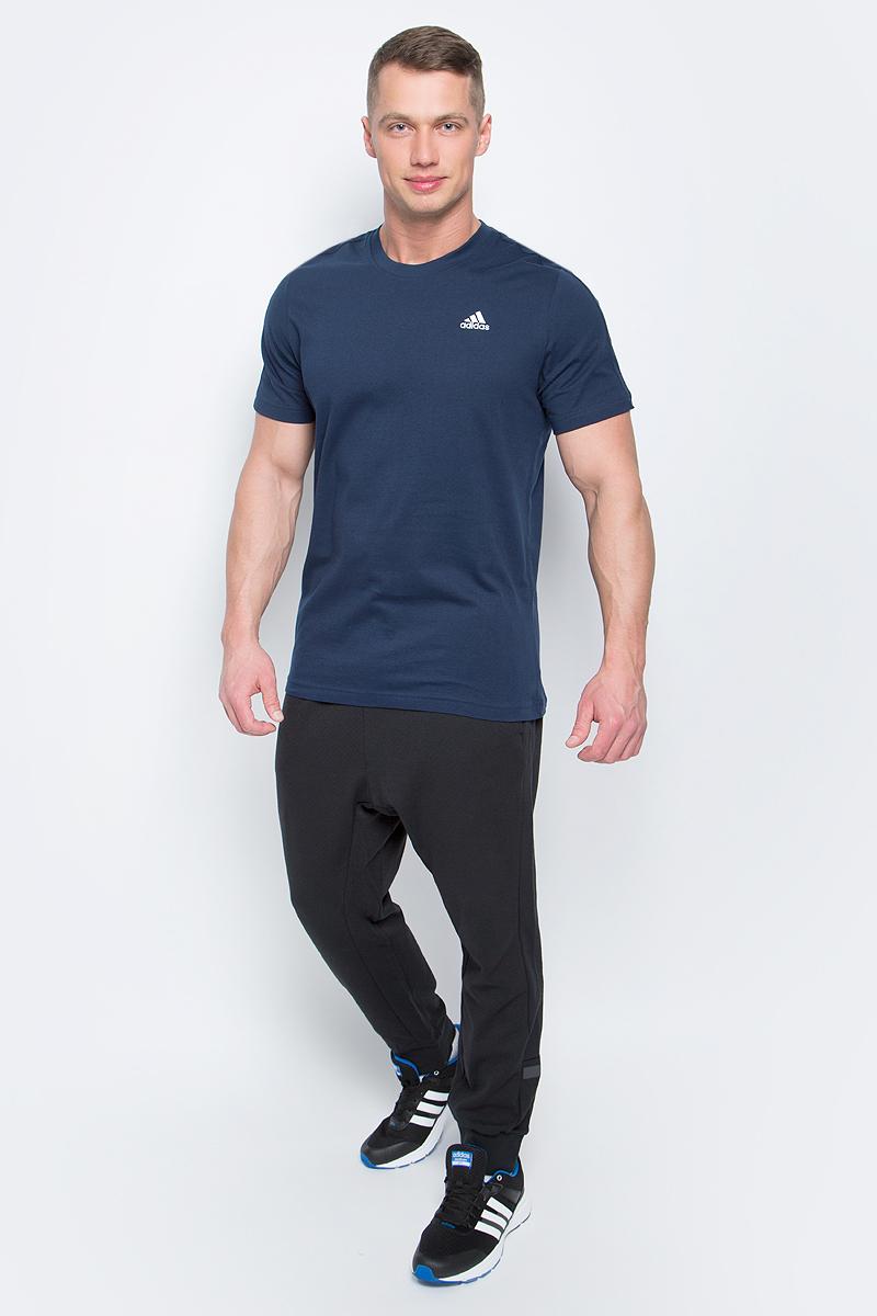 Футболка мужская adidas Ess Base Tee, цвет: темно-синий. S98743. Размер XL (56/58)S98743В футболке Adidas Ess Base Tee вам будет комфортно в течение всего дня. Классический крой обеспечивает оптимальную свободу движений. Модель украшена принтом с логотипом Adidas. Крой реглан на задней стороне рукавов для большей свободы движений.