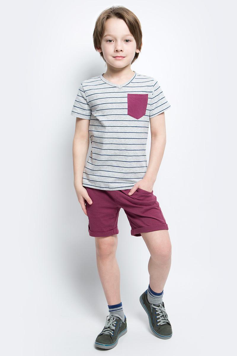 Футболка для мальчика Button Blue Main, цвет: серый, синий. 117BBBC12011905. Размер 158, 13 лет117BBBC12011905Футболка в полоску - не только базовая вещь в гардеробе ребенка, но и основа модного летнего образа. Если вы решили купить недорогую футболку для мальчика, выберете футболку от Button Blue с V-образной горловиной и контрастным карманом. Маленькая яркая деталь - изюминка модели, создающая настроение.
