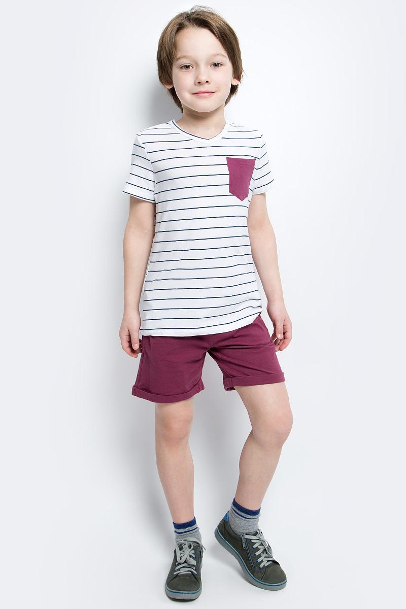 Футболка для мальчика Button Blue Main, цвет: белый, синий. 117BBBC12010205. Размер 110, 5 лет117BBBC12010205Футболка в полоску - не только базовая вещь в гардеробе ребенка, но и основа модного летнего образа. Если вы решили купить недорогую футболку для мальчика, выберете футболку от Button Blue с V-образной горловиной и контрастным карманом. Маленькая яркая деталь - изюминка модели, создающая настроение.
