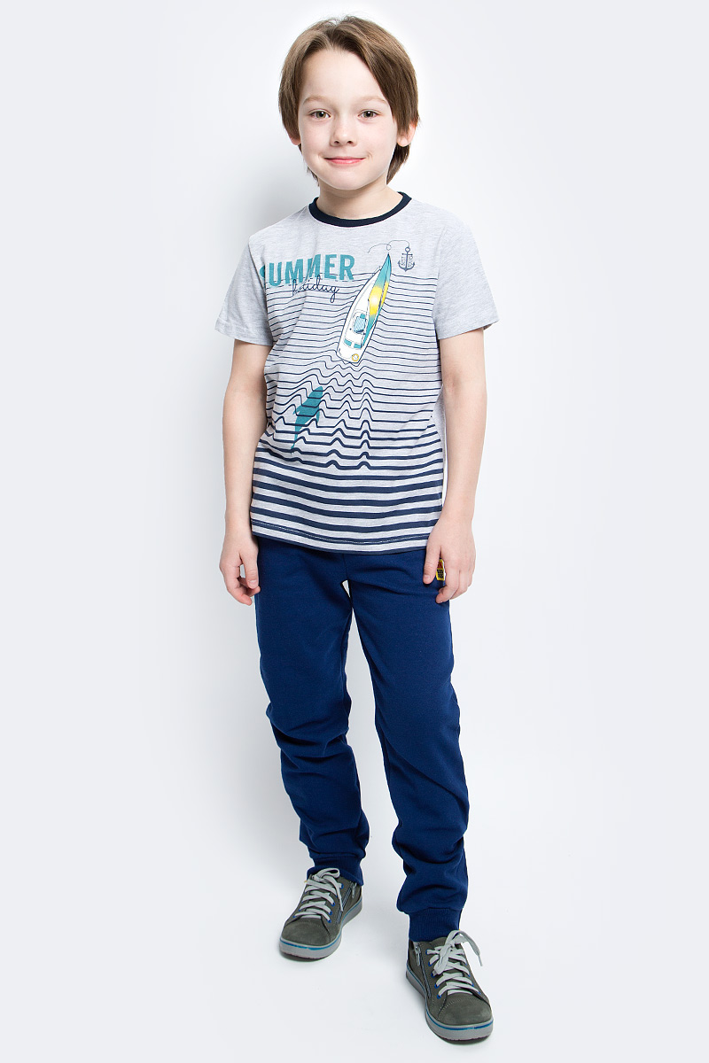 Футболка для мальчика PlayToday, цвет: серый, темно-синий. 171161. Размер 98171161Футболка для мальчика PlayToday выполнена из эластичного хлопка. Модель с круглым вырезом горловины и короткими рукавами оформлена оригинальным принтом.