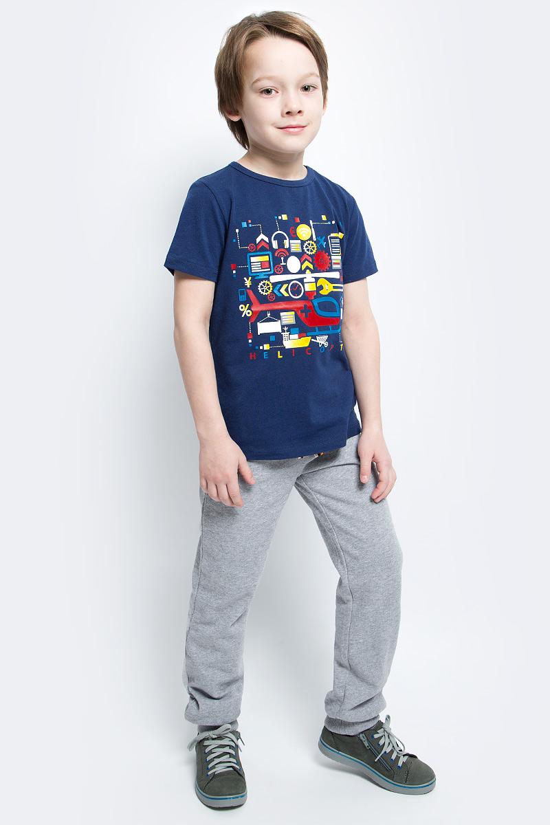Брюки спортивные для мальчика PlayToday, цвет: серый меланж. 361068. Размер 116361068Уютные брюки из футера в спортивном стиле. Пояс на резинке, дополнительно регулируется яркой тесьмой. Есть 3 функциональных кармана. Низ штанишек на широкой трикотажной резинке.